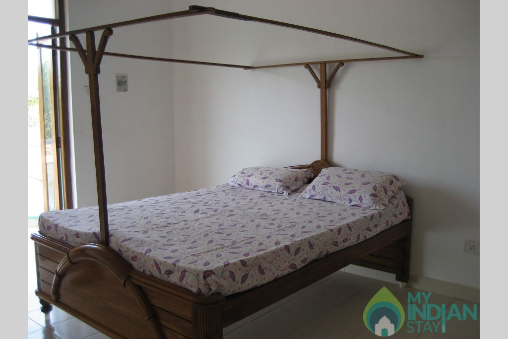 Bedroom in a Self Catered Apartment in Candolim, Goa