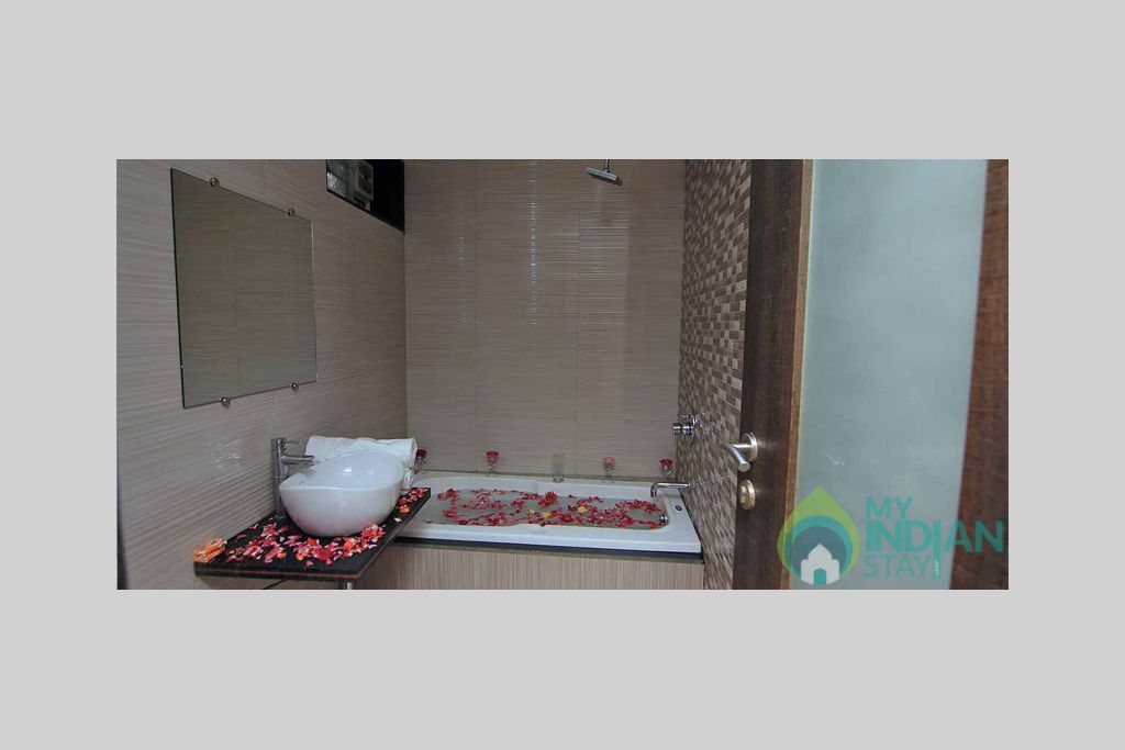 Jacuzzi Bathroom in a Independent Bungalow in Mahabaleshwar, Maharashtra