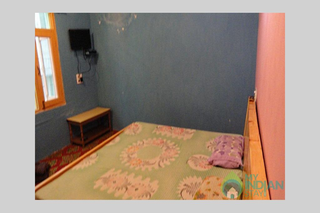 699453_14081416050021155769 in a Guest House in Srinagar, Jammu and Kashmir