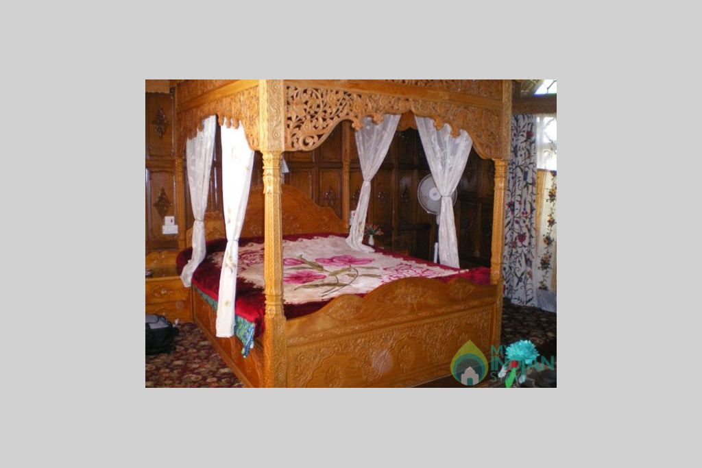 Bedroom in a Guest House in Srinagar, Jammu and Kashmir