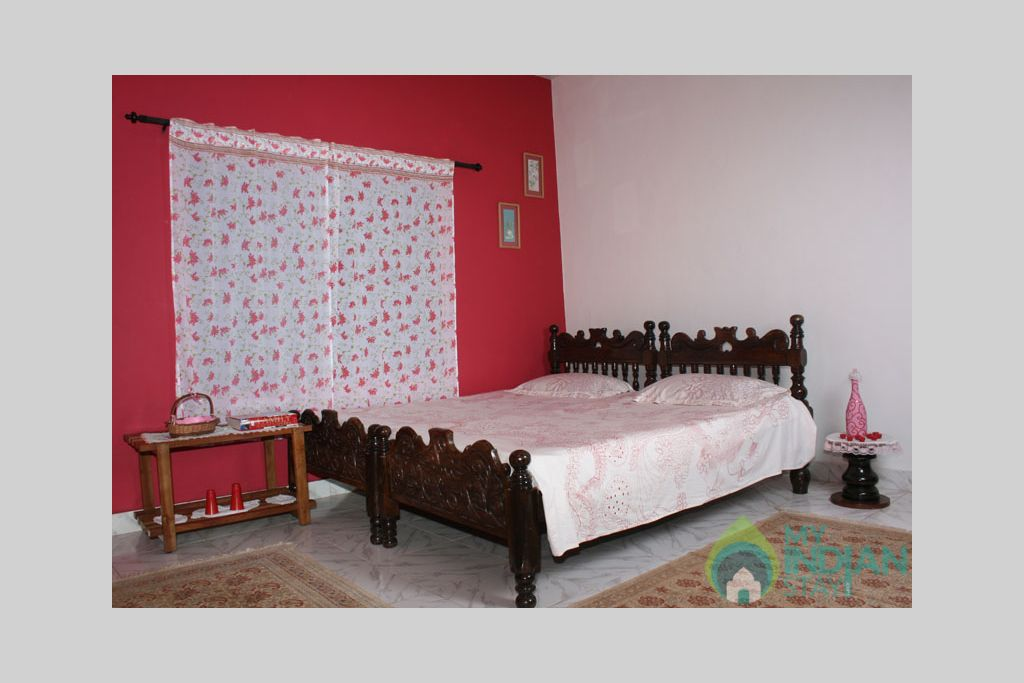 red_room1 in a Bed & Breakfast in Madikeri, Karnataka