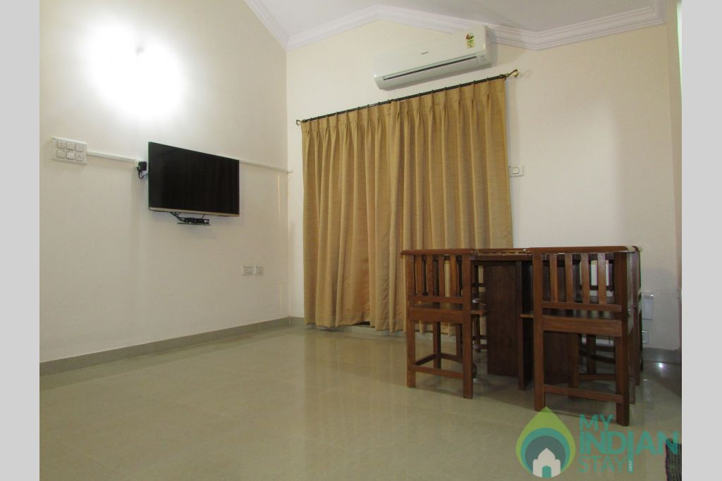 Living with TV and AC in a Serviced Apartment in Siolim, Goa