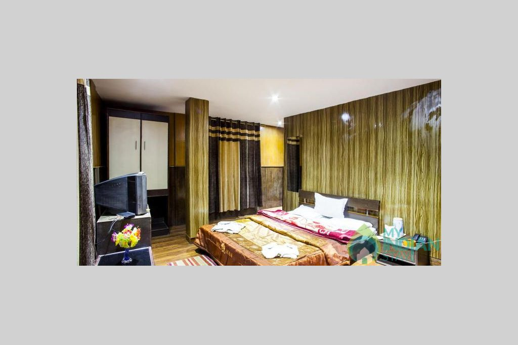 DELUXE DOUBLE BED ROOM in a Hotel in Darjeeling, West Bengal