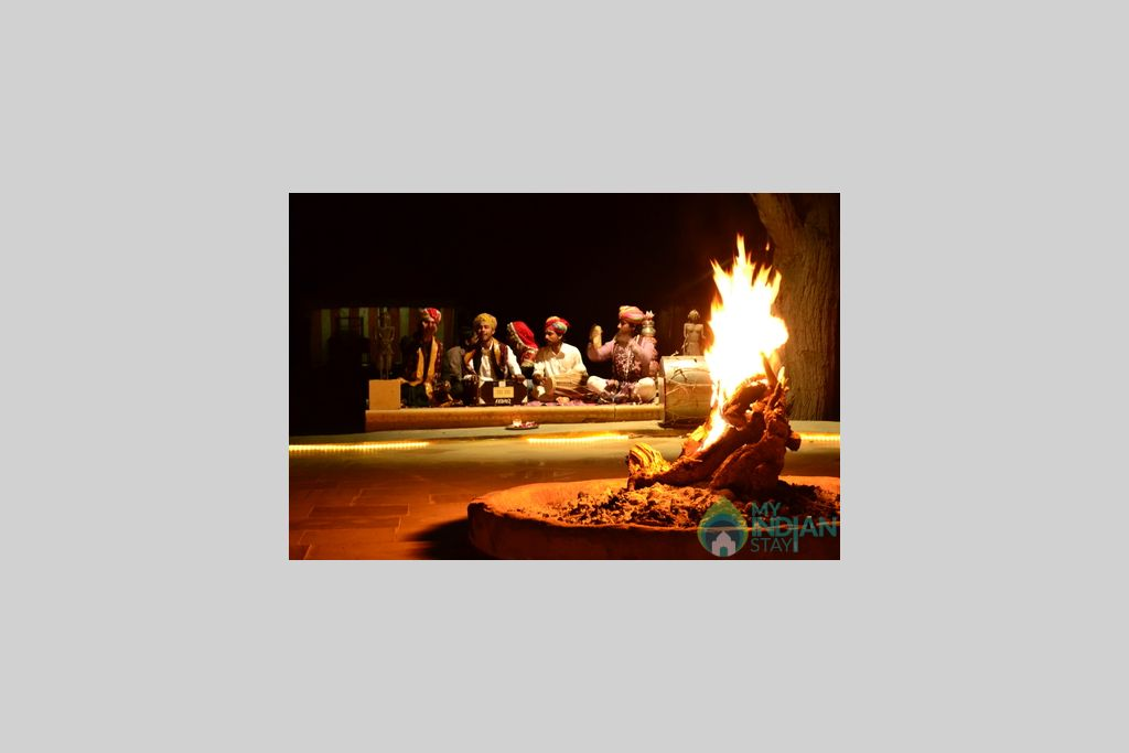 _backside+musicians+at+night in a Tents in Jaisalmer, Rajasthan