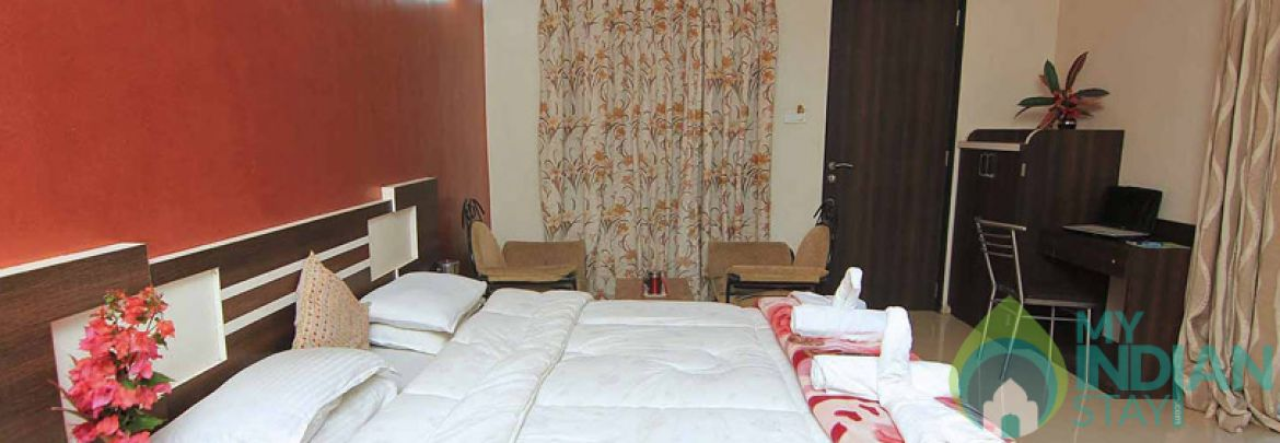 Semi Deluxe Rooms In A Bungalow In Mahabaleshwar