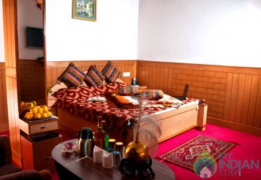Luxury Valley View Room in Shimla with Breakfast