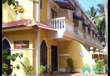 Semi Deluxe Rooms with  Swimming Pool In a Guest House in Palolem
