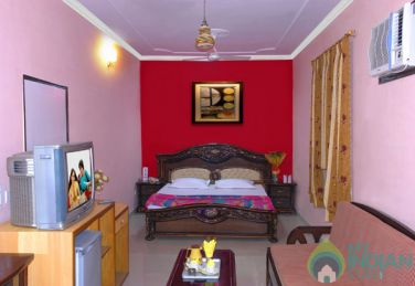 Beautifully Furnished Suite in a Guest House in new Delhi