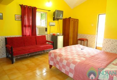 Spacious Non A/ C Room in a Guest House In Majorda