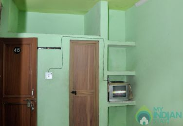 Well Furnished Non A/C Rooms in a Guest House in New Delhi