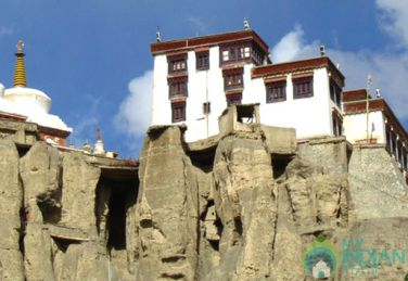 Spacious Deluxe Rooms To Stay In Leh, Ladakh