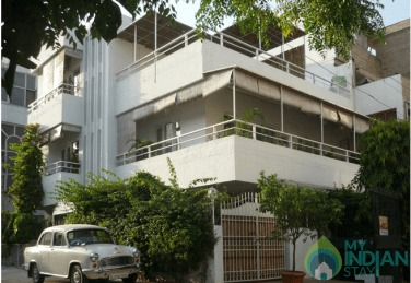 AC Standard Rooms With Terrace Roof Top In New Delhi