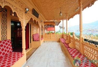 Cozy Houseboat Stay In Srinagar, Kashmir