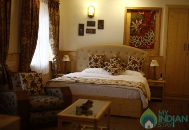 Experience A Unique Stay In Srinagar