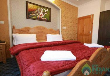 Stay In Comfortable Accommodation, Srinagar