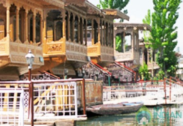 Elegant Stay In A Houseboat, Srinagar, J&K
