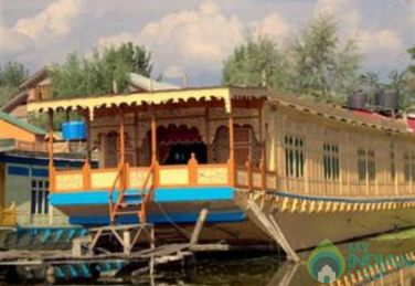 Stay On Floating Castle, Srinagar, J&K
