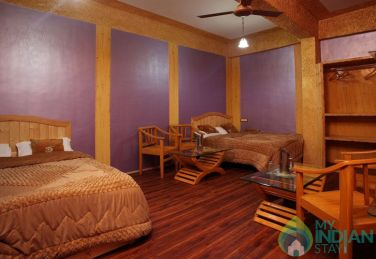 Comfortable And Convenient Stay In Srinagar, J&K