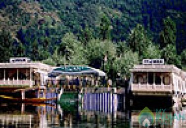 Deluxe AC Rooms In House Boat In Srinagar