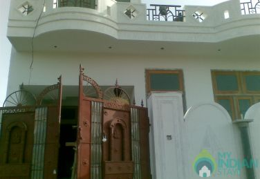 3bhk house with coverd parking