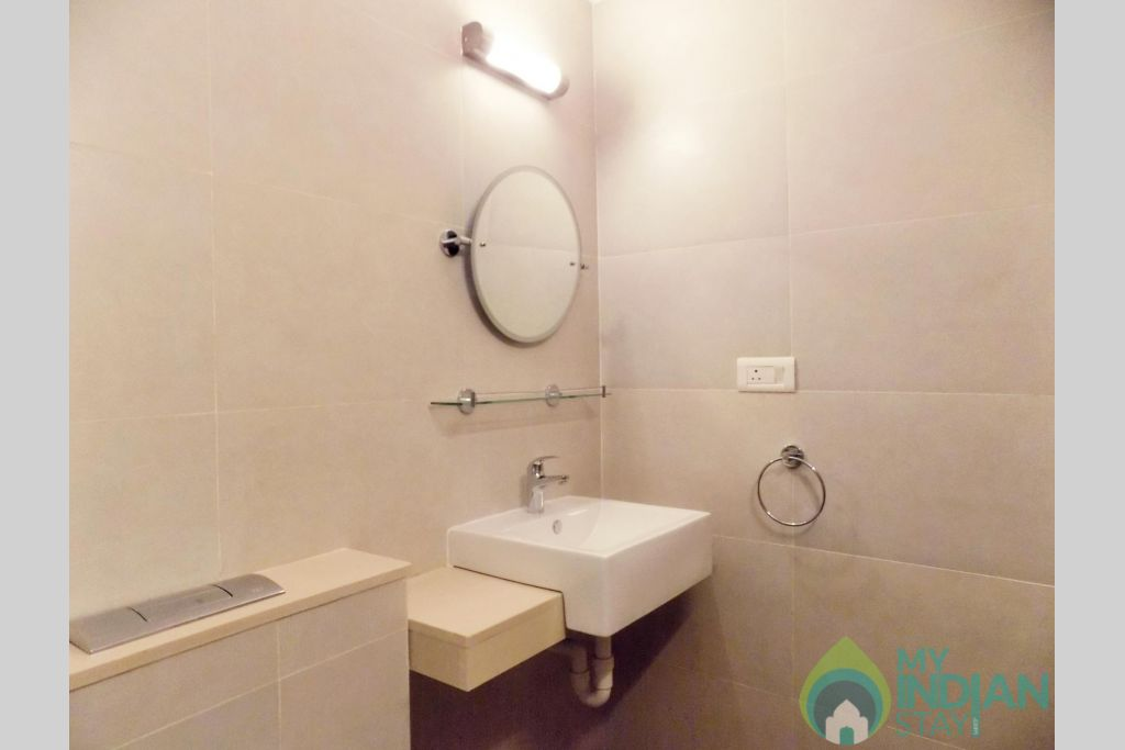 11 Casamelhor Candolim Bathroom in a Serviced Apartment in Candolim, Goa