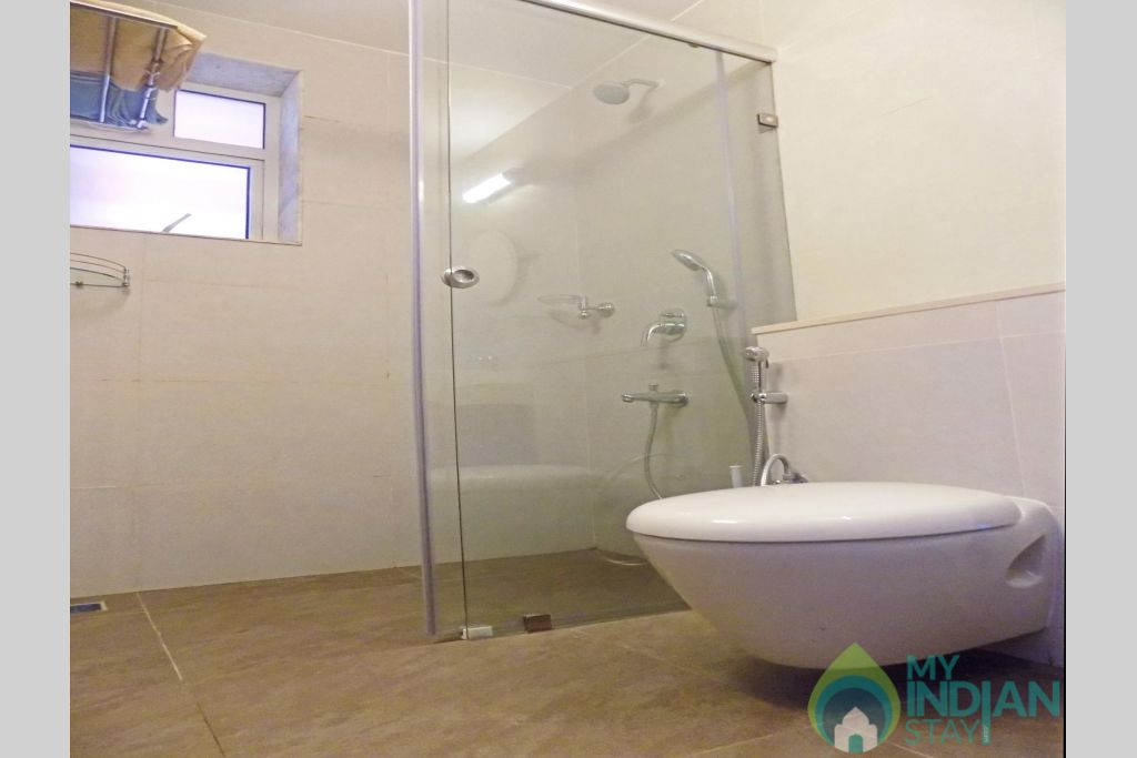 12 CasaMelhor Candolim Bathroom in a Serviced Apartment in Candolim, Goa