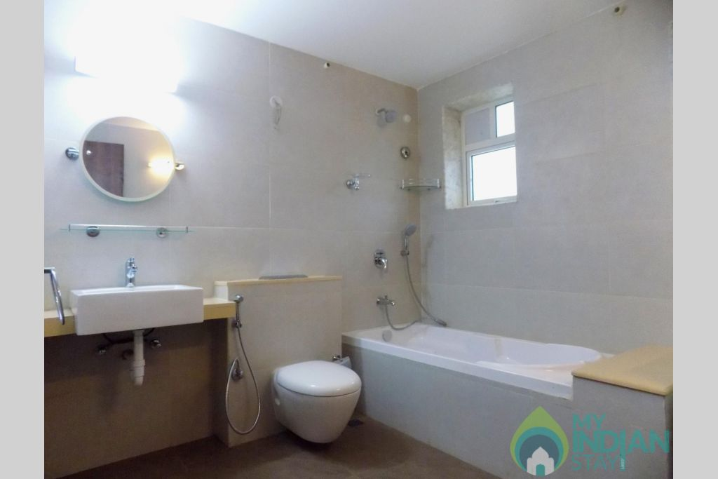 13 CasaMelhor Candolim Common Bathroom in a Serviced Apartment in Candolim, Goa