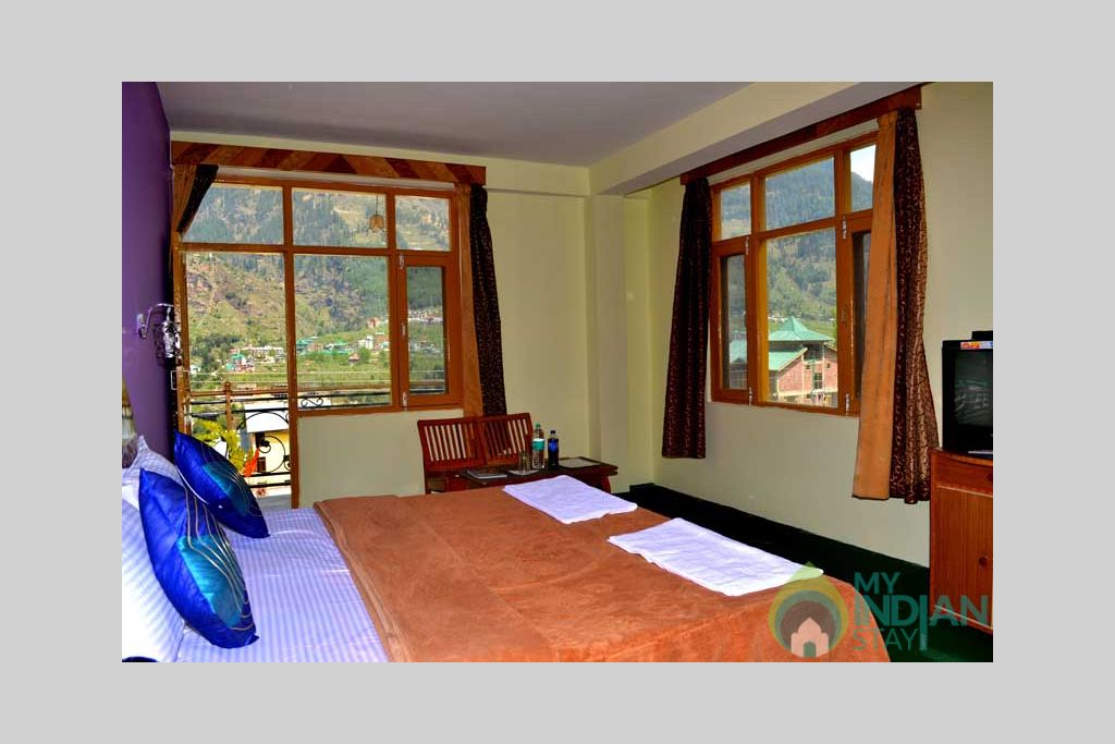 Bedroom_Amenities in a Hotel in Manali, Himachal Pradesh