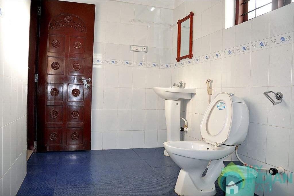 greenmount toilet in a Cottage/Huts in Kalpetta, Kerala