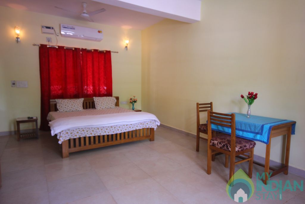 Deluxe Room View in a Guest House in Candolim, Goa