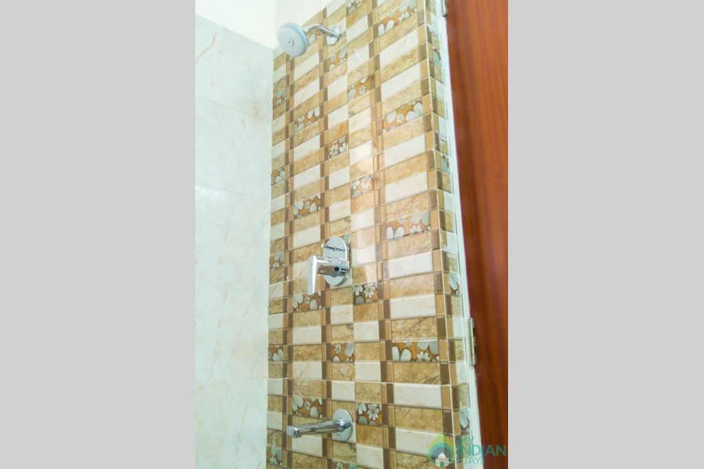 Shower  in a Serviced Apartment in Calangute, Goa