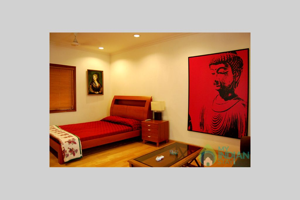 delhi-homestay-trendy-bb-l-bedroom2 in a HomeStay in New Delhi, Delhi