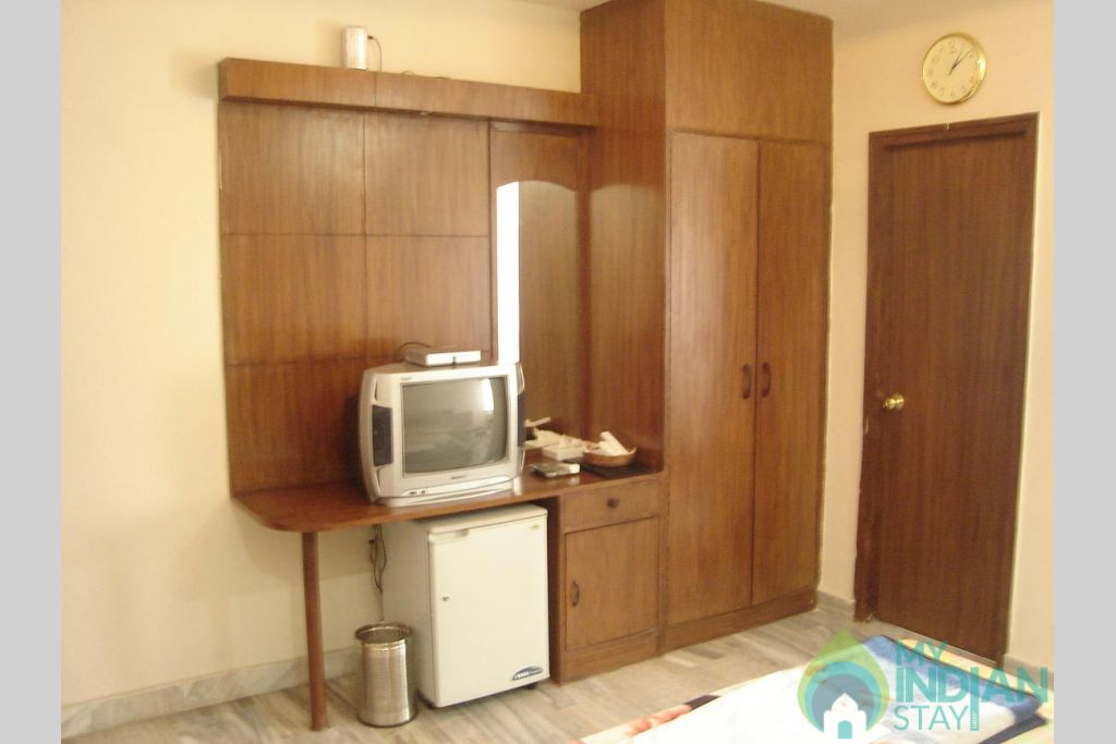 fully furnished super deluxe room in a Guest House in New Delhi, Delhi