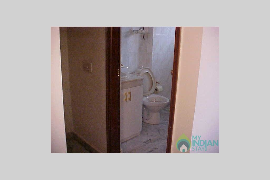 11-BED ROOM with attached bathroom in a HomeStay in New Delhi, Delhi