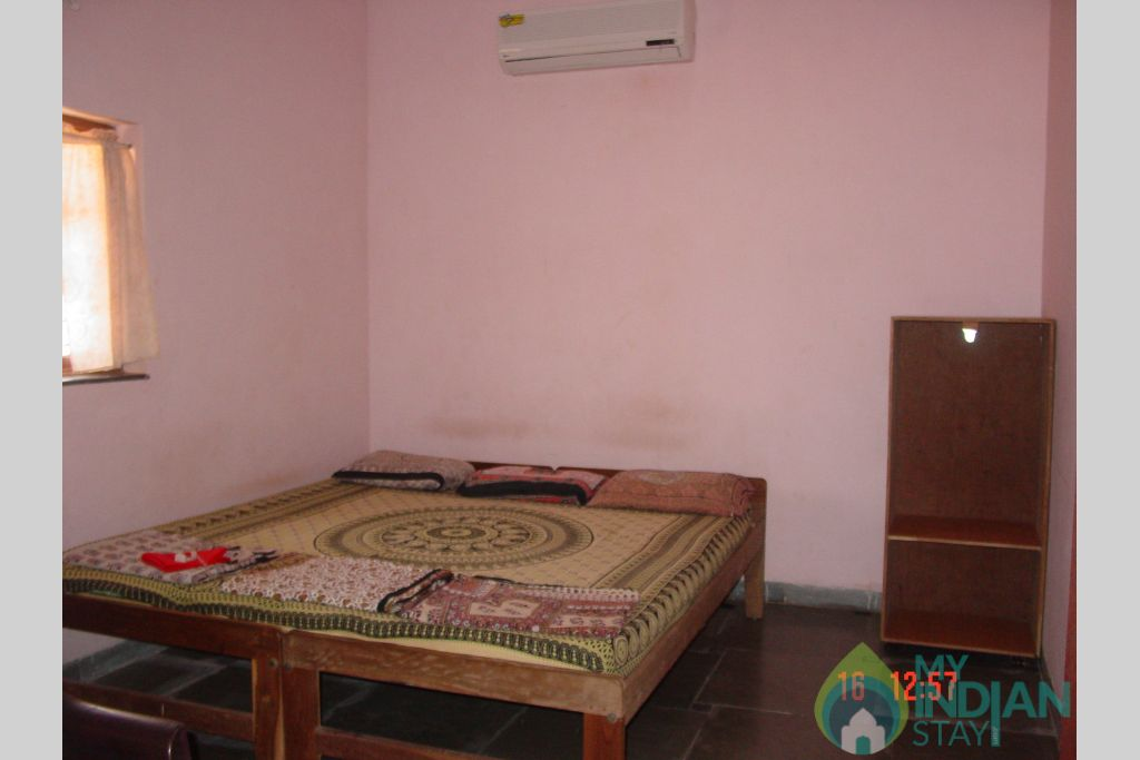 Bedroom with A/c in a Guest House in Anjuna, Goa