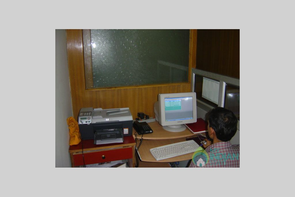 internet cafe in a Guest House in New Delhi, Delhi