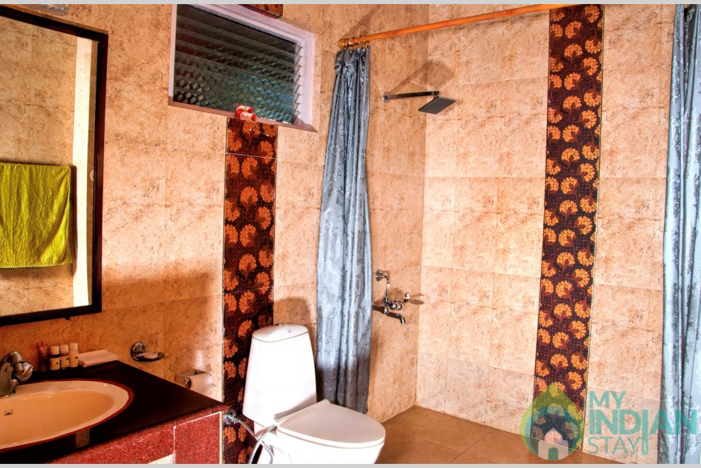 Bathroom (5) in a HomeStay in Shoghi, Himachal Pradesh