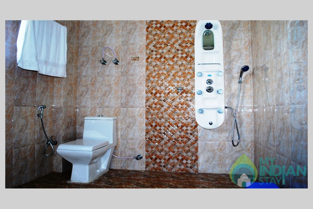 Bath / Toilet in a Cottage/Huts in Manali, Himachal Pradesh