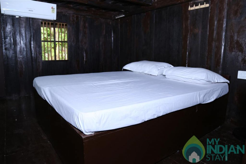 AQ 12 ROOM  NO in a HomeStay in Kumarakom, Kerala