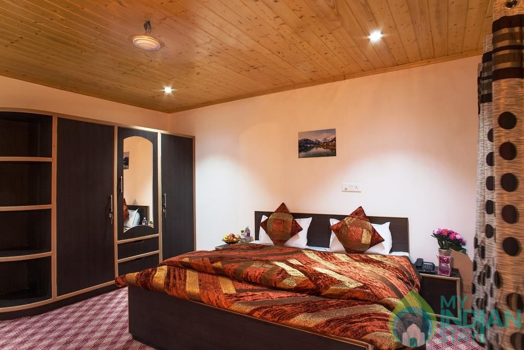 Bedroom 2 in a Bed & Breakfast in Srinagar, Jammu and Kashmir