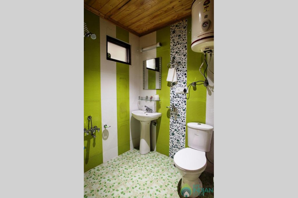 Bathroom in a Bed & Breakfast in Srinagar, Jammu and Kashmir