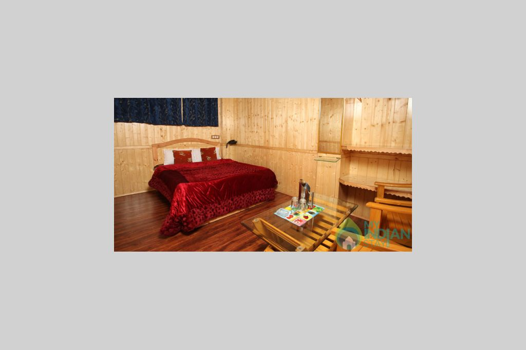 Super Deluxe Room in a Bed & Breakfast in Srinagar, Jammu and Kashmir