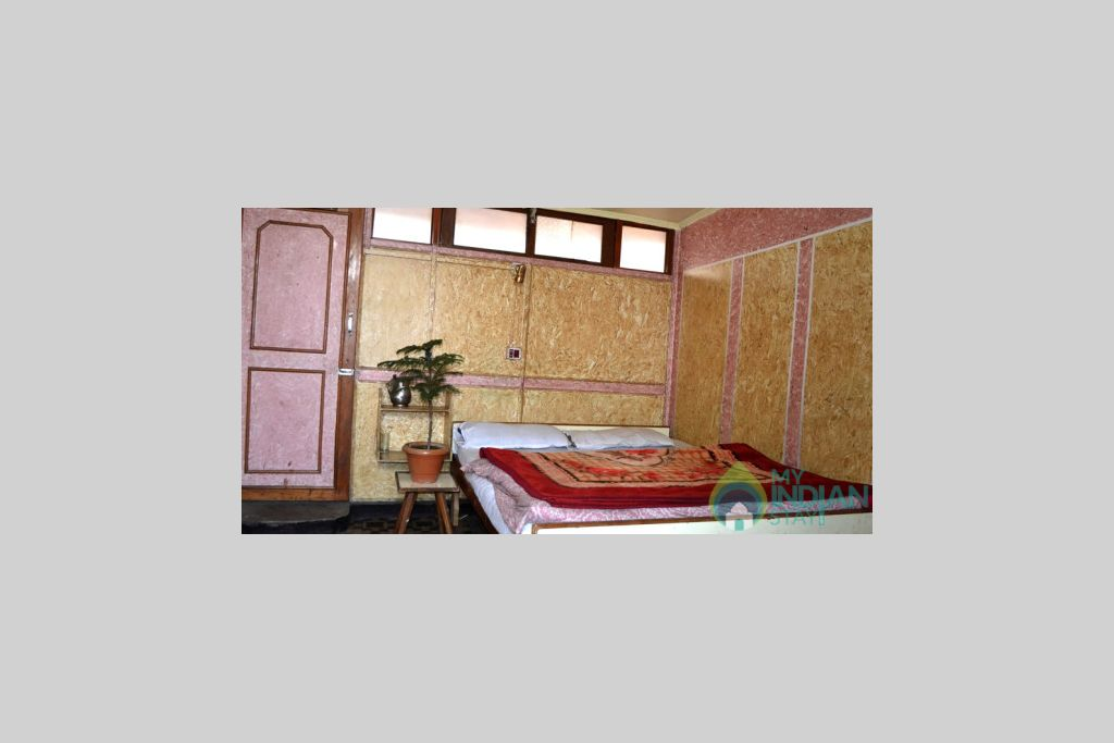 Single Bedroom in a Bed & Breakfast in Srinagar, Jammu and Kashmir