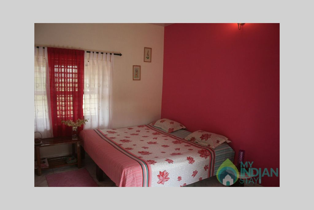 red_room2 in a Bed & Breakfast in Madikeri, Karnataka