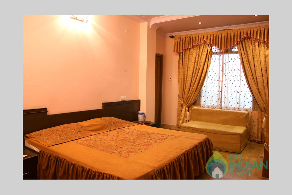 deluxe room in a Guest House in Shimla, Himachal Pradesh