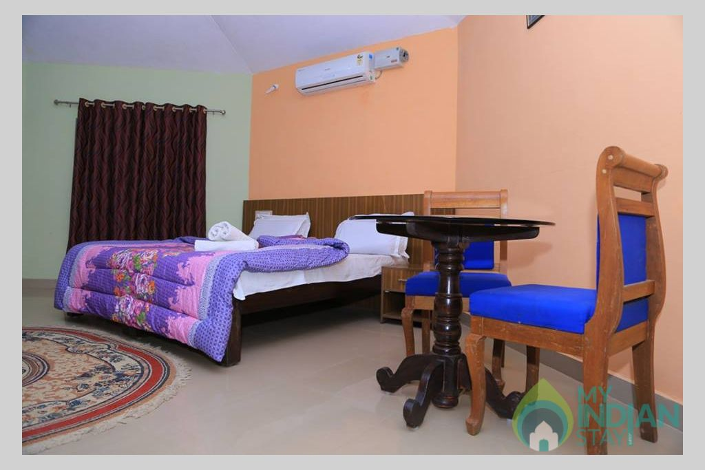 Coorg County Resort--AC Honeymoon Suite2 in a Guest House in Suntikoppa, Karnataka