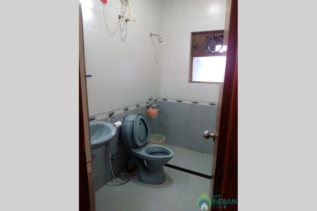 Guest Bathroom-2 in a Serviced Apartment in Dona Paula, Goa