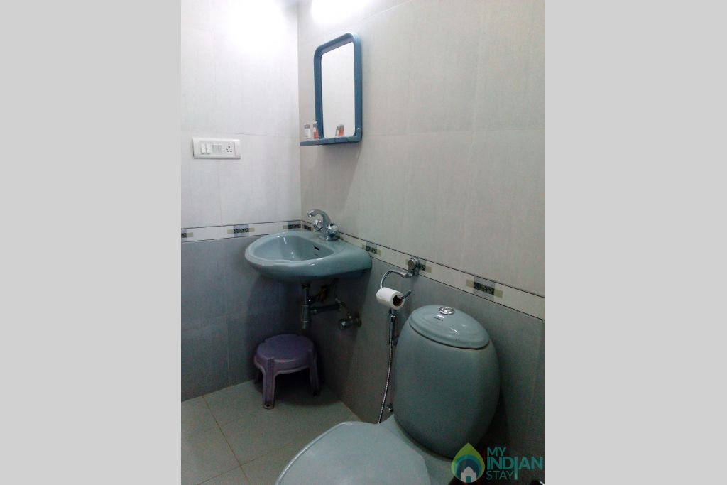 Guest Bathroom-5 in a Serviced Apartment in Dona Paula, Goa