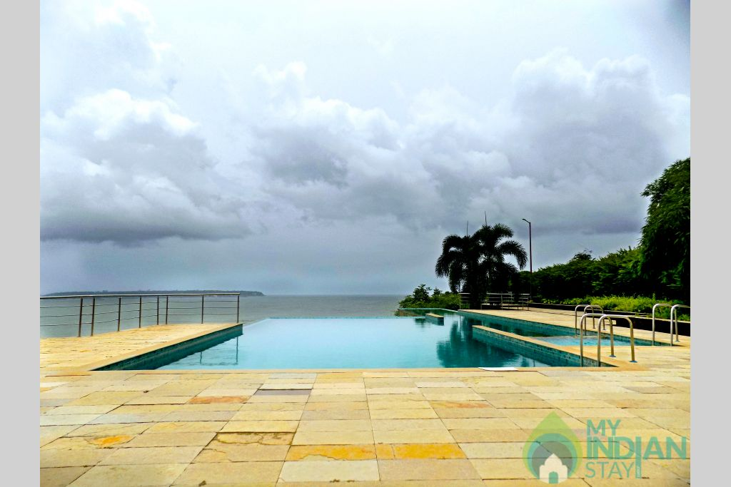 Infinity pool in a Serviced Apartment in Dona Paula, Goa