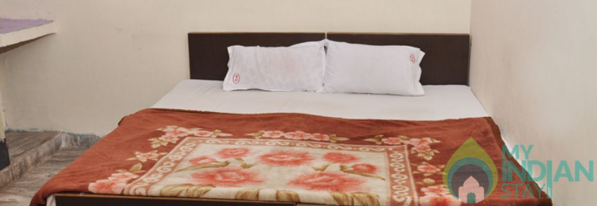 Well Furnished A/C Rooms in a Guest House in New Delhi
